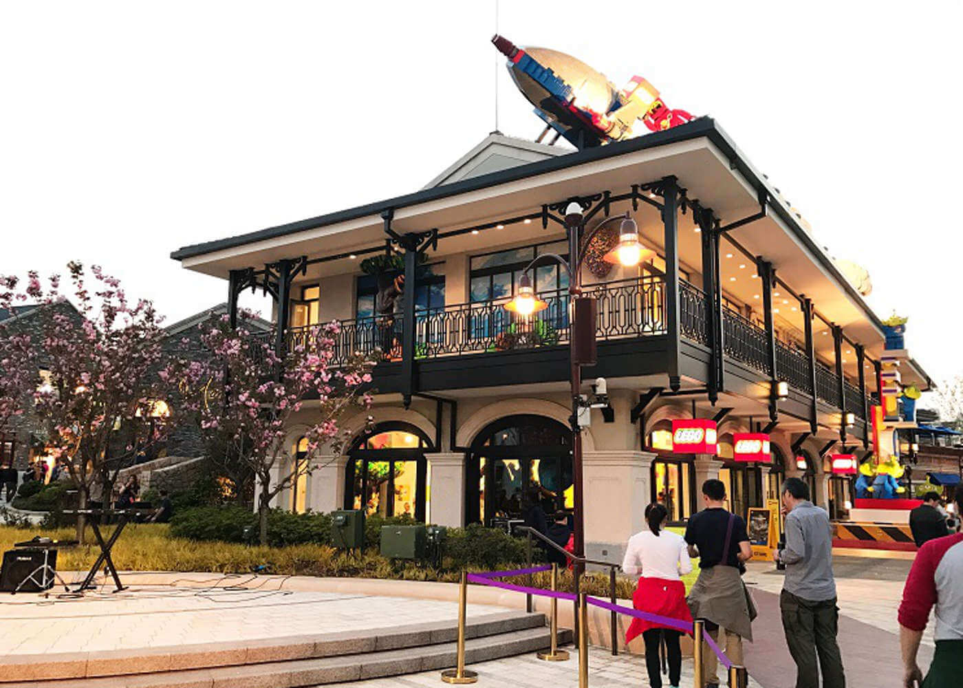 lego store disneyland shanghai