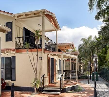 Macaw Mansion