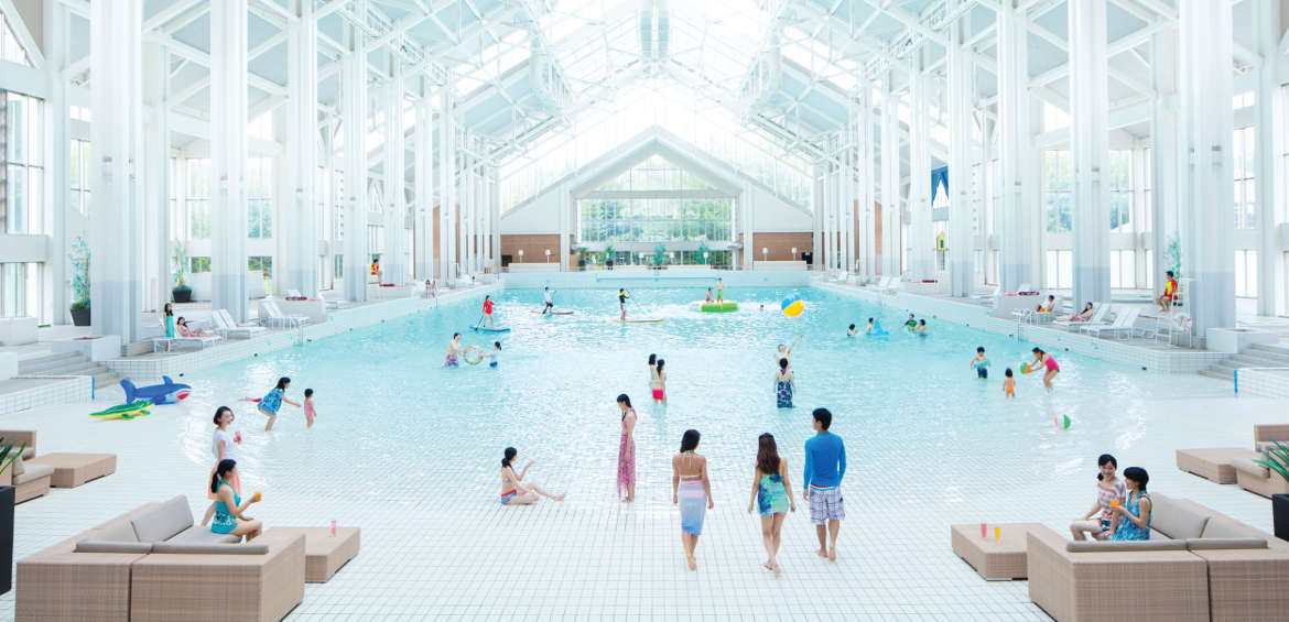 The indoor wave pool at Tomamu ski resort