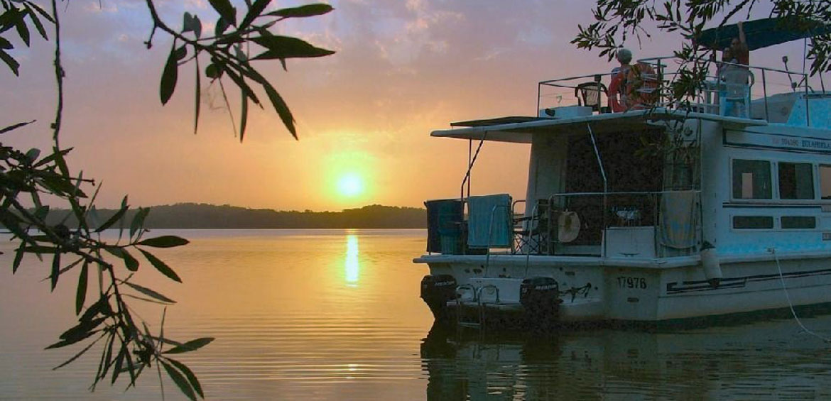 Houseboat holiday Virgo Sunset luxury houseboat hire