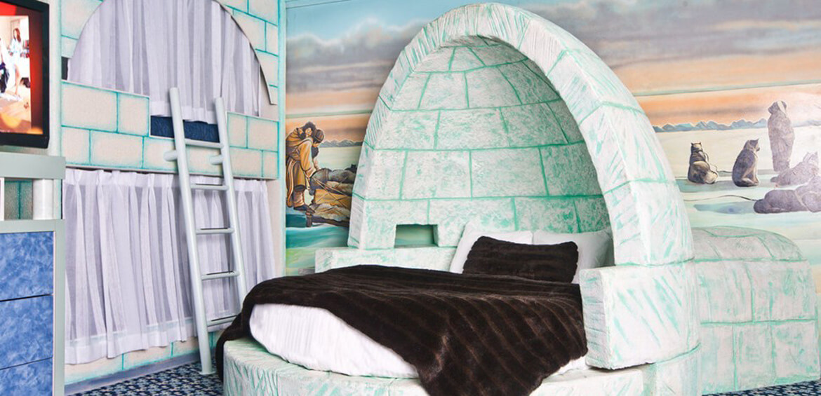 Themed family suites: Fantasyland Hotel