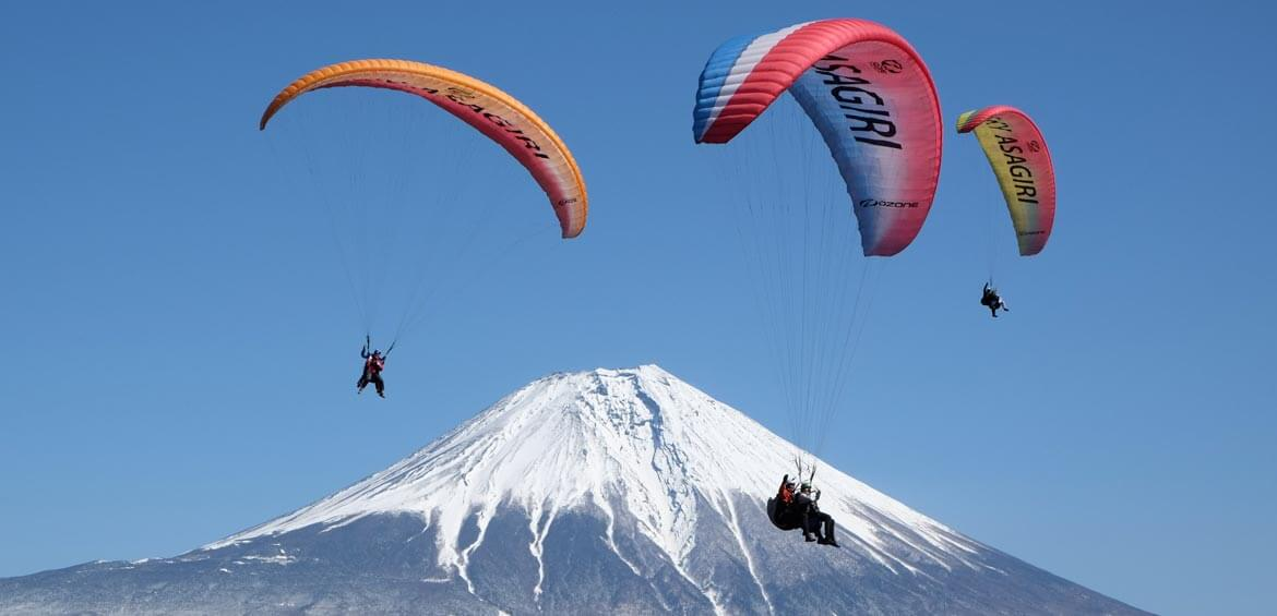 Paragliders, Japan's Riviera