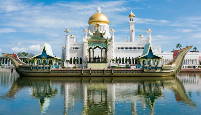 Masjid Sultan Omar Ali Saifuddin Mosque in Bandar Seri Begawan, Brunei Darussalam.