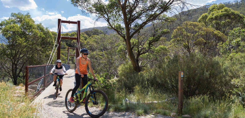 Mountain biking on the Thredbo Valley Track | © Tourism Snowy Mountains