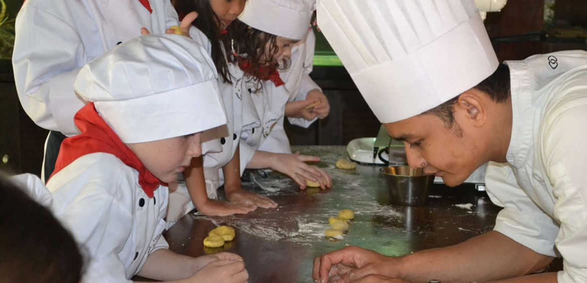 Cooking class at bali kids clubs