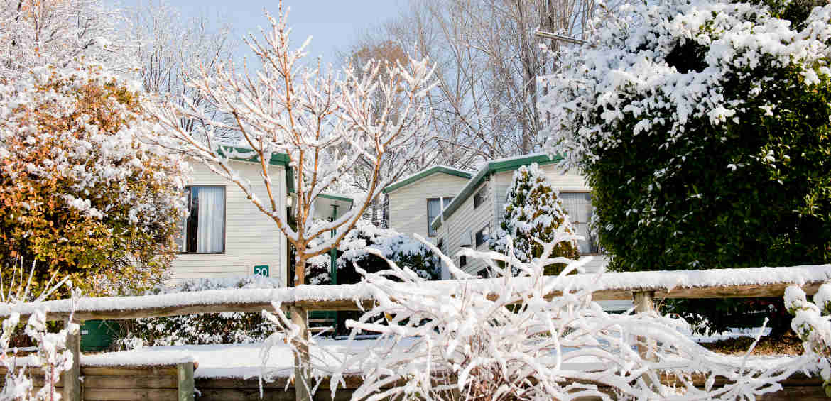 Snowy cabins © Discovery HP Jindabyne