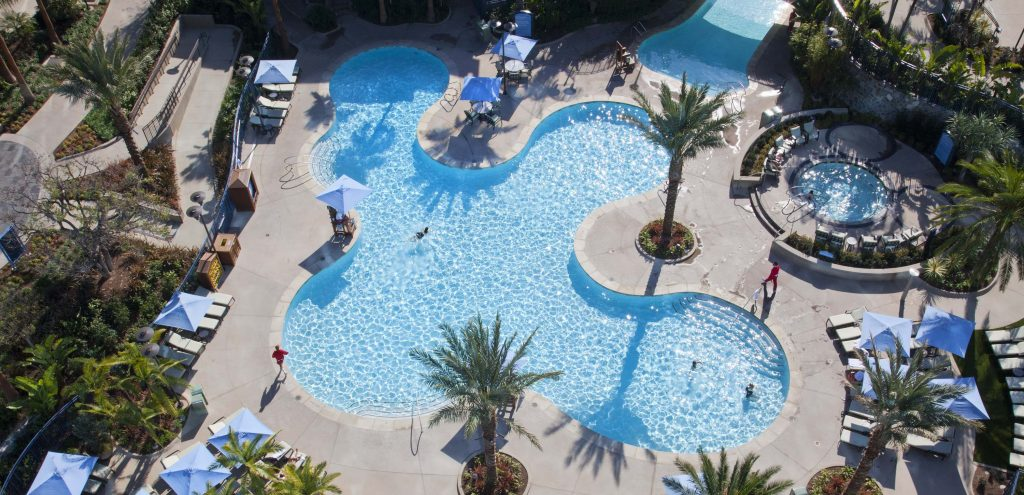 Disneyland Hotel Pool © Disney