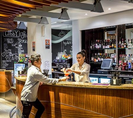 Bar at Novotel Wollongong Northbeach