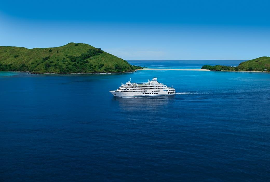 Reef Endeavour, Captain Cook Cruises
