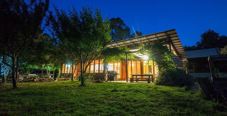 Grampians Eco Rent-A-YHA exterior at night