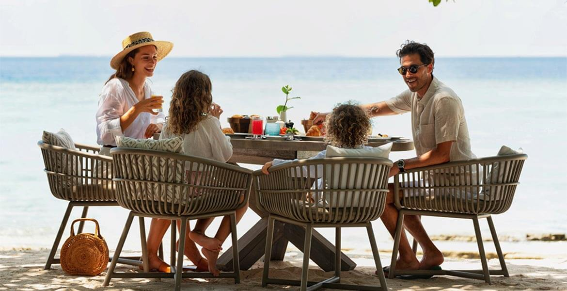 Family eating together at Vakkaru Maldives