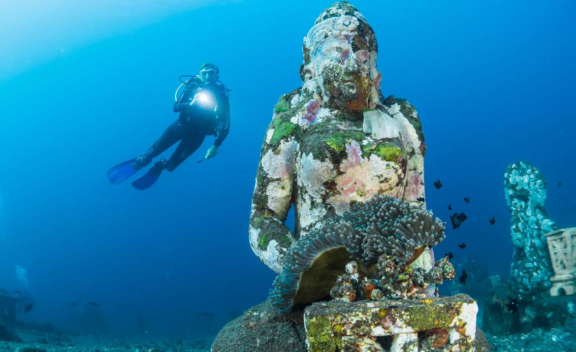 Scuba diving at the underwater Buddha at at Nusa Penida, Indonesia