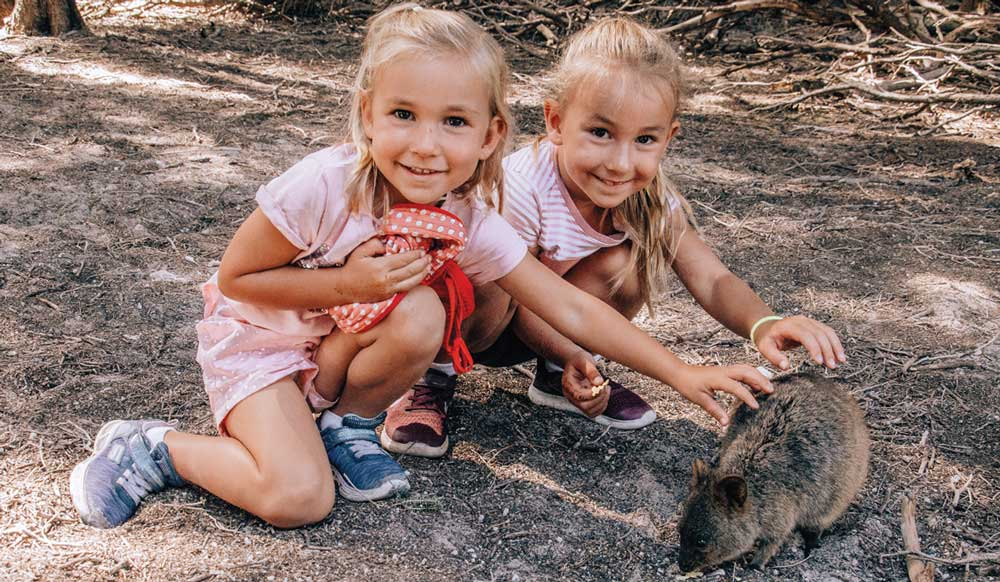 Posing with a quokka