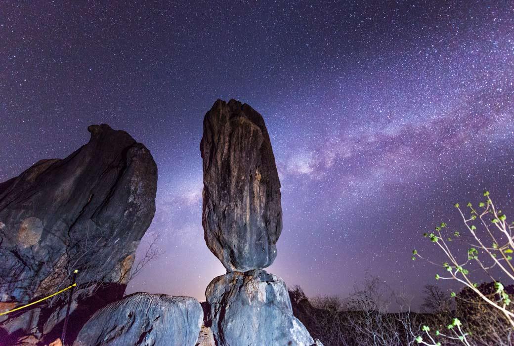 Balancing Rock , Cillagoe-Mungan Caves National Park