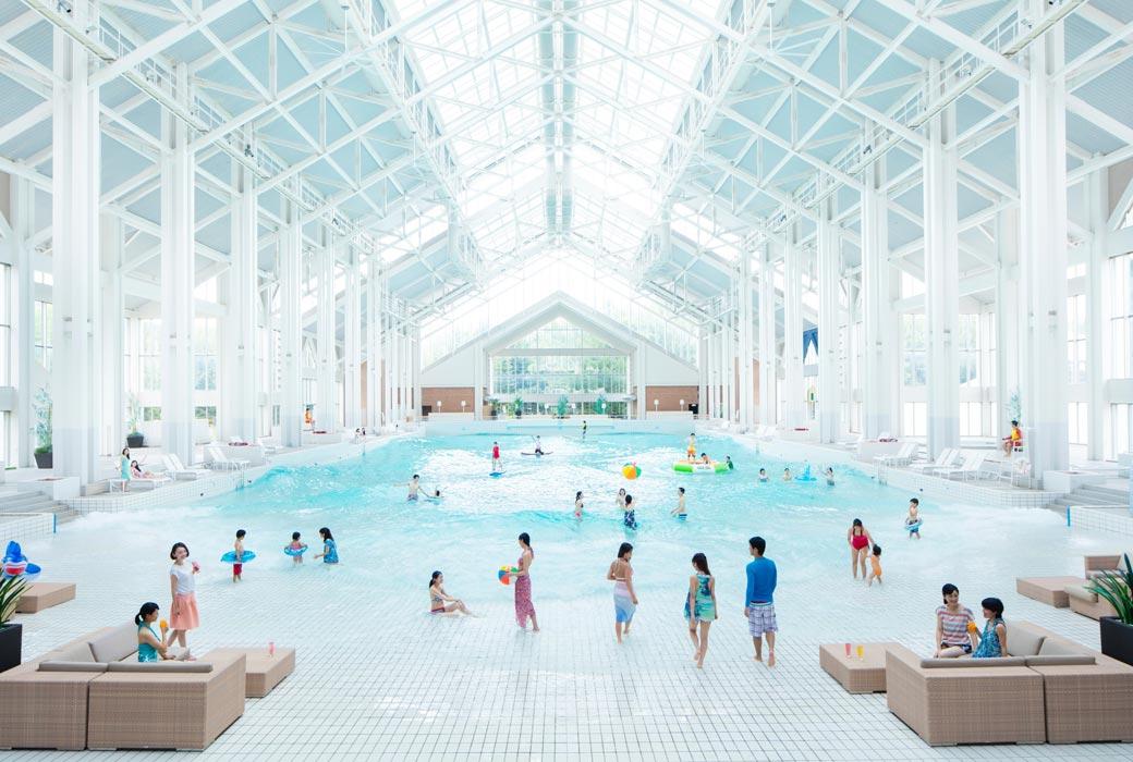 Hoshino Resorts TOMAMU indoor pool