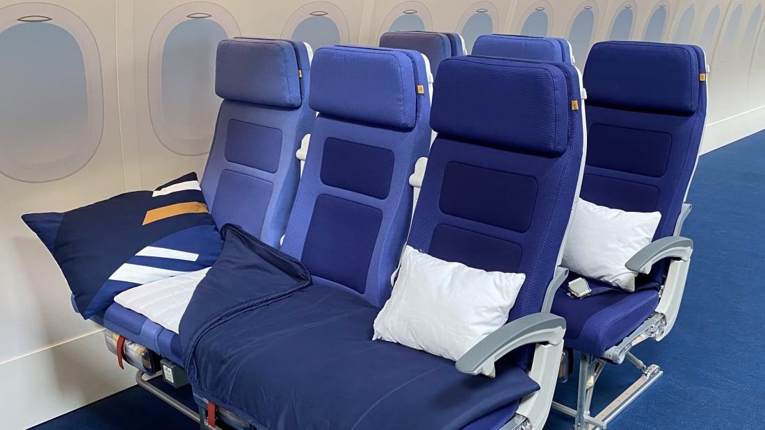 Lufthansa economy sleepers row