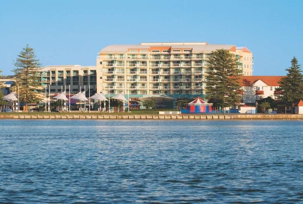 Oaks The Entrance Waterfront Suites