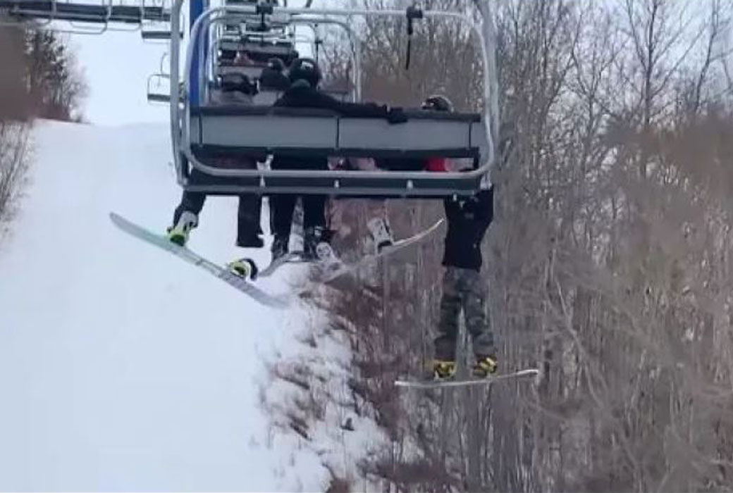 Boy slips from chairlift in Canada © Aaron Arcand