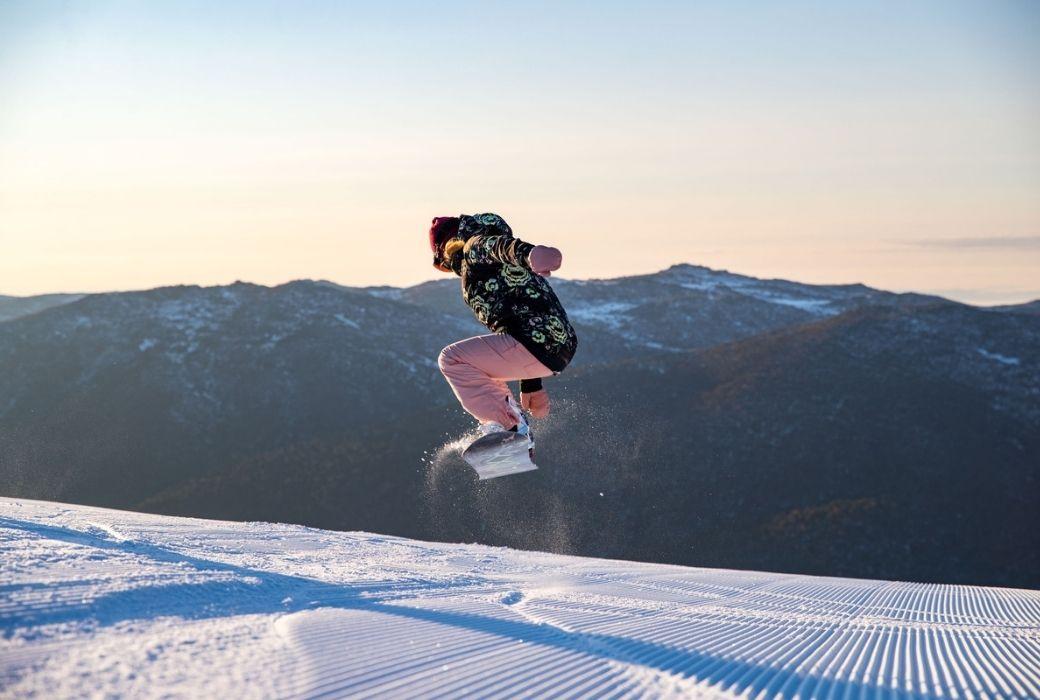 Snowboarding tricks Ollie
