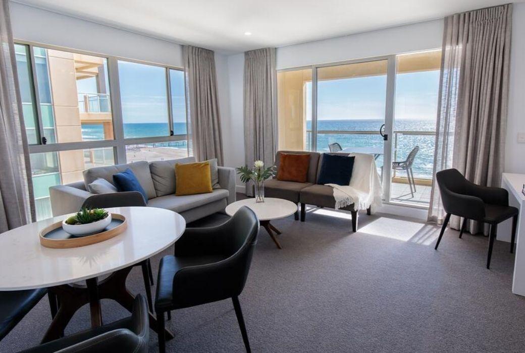 Adelaide apartment accommodation Oaks Glenelg Plaza Pier Suites.