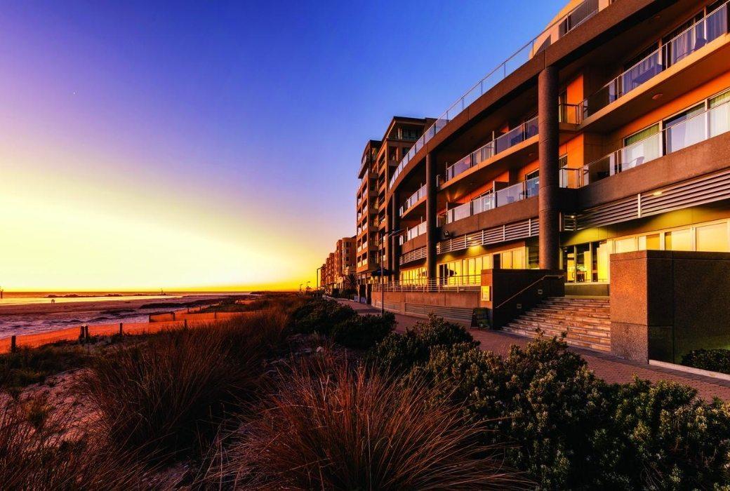 Adelaide apartment accommodation oaks glenelg plaza pier suites
