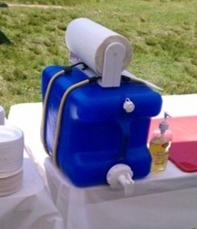 Portable camping washing station