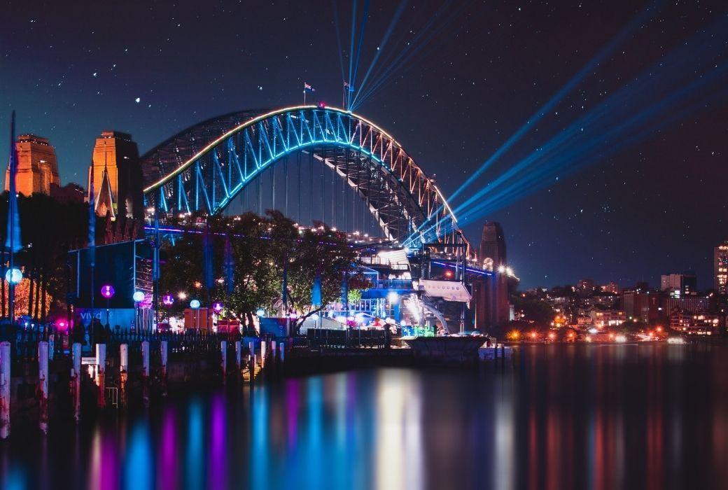 the habour bridge lit up for vivid 2021